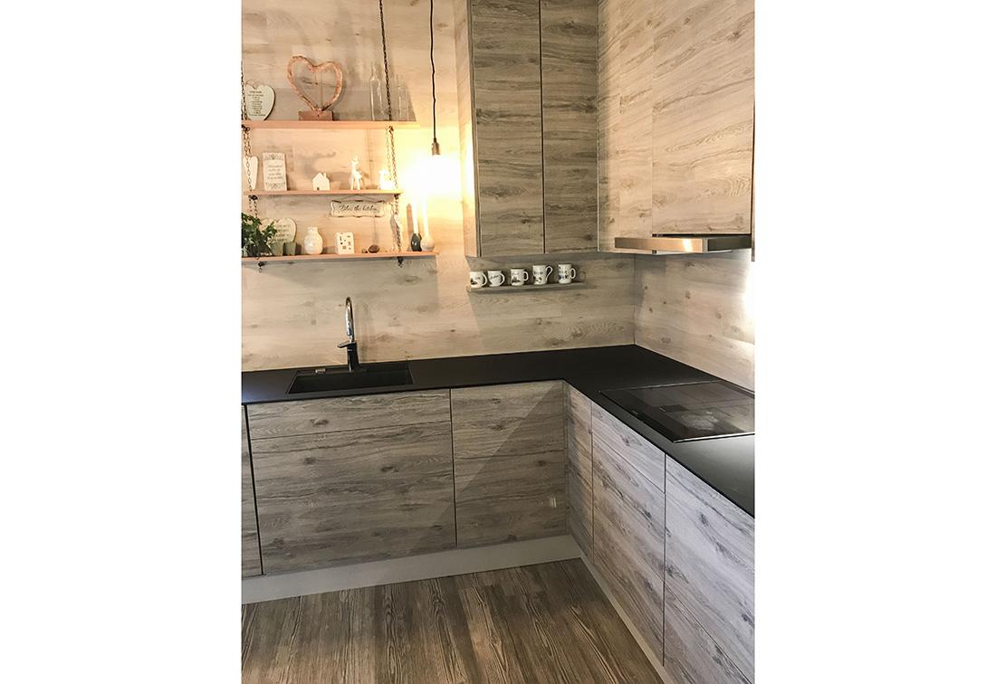 Kjøkken produsert i høytrykkslaminat.