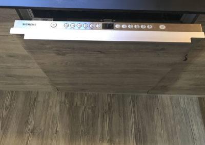 Integrert Siemens oppvaskmaskin. Fronter produsert i Oslo Eik laminat med drivved effekt.