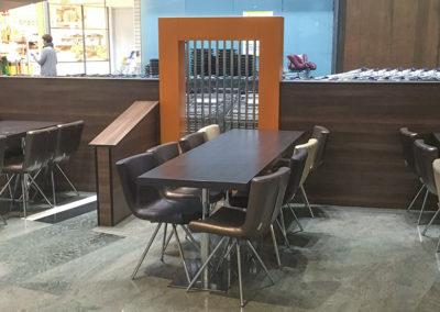 Kafè innredning, dekorvegger og møbler