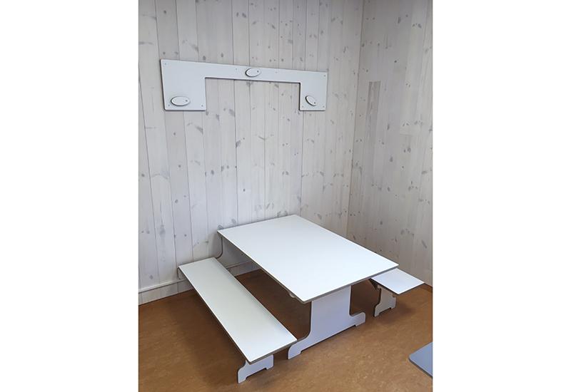 Sammenleggbart bord og benker