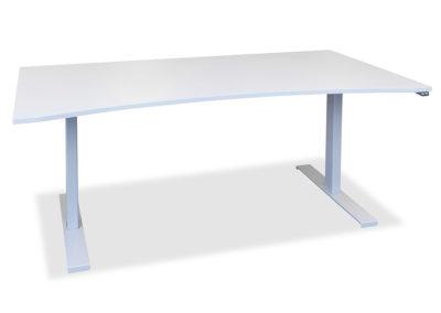 Lagerført arbeidsbord med slak magebue. Lagerføres i hvit og lys grå. Her vist med lagerført hev & senk understell i sølvfarget utførelse.