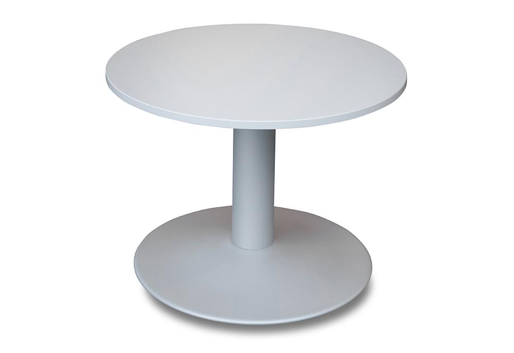 Lagerført rundt bord i hvit eller grå utførelse. Her vist med sølvfarget søylefot.