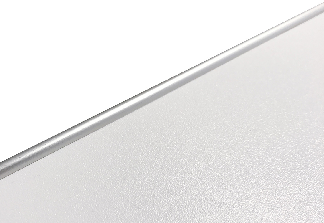 M6-02 - Benkeplate med ALU-list, hvit